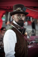 ** STEAMPUNK Fest Roma ***</p> <p>[img]http://www.micromosso.com/immagini/staff.jpg[/img]
