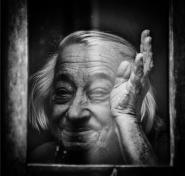 Sempre lei Germana, che  mi riconosce dopo un anno dalla mia visita a Riolunato e  mi saluta da dietro la sua finestra. Un saluto a tutti