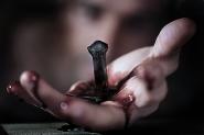 Altro sangue tiene unita la terra<br /> assieme al dolore costante,<br /> Non sarò mai libero.</p> <p>[img]http://www.micromosso.com/immagini/staff.jpg[/img]