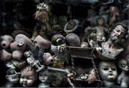 versione 2018 della famigerata vetrina della bottega artigiana di via di Ripetta a Roma. Oggetti amati e poi... irrimediabilmente caduti!   [img]http://www.micromosso.com/immagini/staff.jpg[/img]