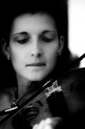[img]http://www.micromosso.com/immagini/staff.jpg[/img]</p> <p>Quì vi presento una violinista di grande bravura , almeno per me , di un gruppo genovese , &quot;Maghi di CarrOZ&quot; che vive con la passione del canto e della musica , nel sangue . Vi lascio un link , ( che trovo molto d&#39;icoraggiamento per tutti quelli che stanno vivendo come loro , una situazione non facile ) per poter ascoltare e giudicare voi stessi </p> <p>grazie anche a chi solo si soffermerò a guardarla.</p> <p>---meglio in fs ----</p> <p>http://www.youtube.com/watch?v=Pedzb12EH04</p> <p>sito : http://maghidicarroz.altervista.org