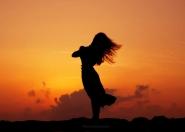 [img]http://www.micromosso.com/immagini/staff.jpg[/img]</p> <p>Questo è un altro aspetto rasserenante della natura: la sua immensa bellezza è lì per tutti.<br /> Nessuno può pensare di portarsi a casa un&#39;alba o un tramonto.</p> <p>T.Terzani___