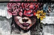 Fa così caldo che anche i murales sembrano sciogliersi come gustosi gelati :P</p> <p>[img]http://www.micromosso.com/immagini/staff.jpg[/img]